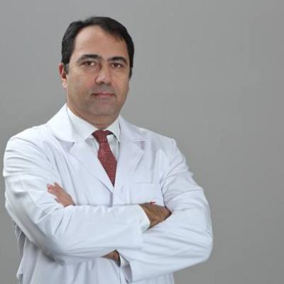 Д-р Селхан Карадерелер - неврохирург и ортопед