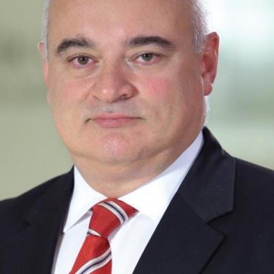 Д-р Яшар Сюмер Яманер - Професор по хирургия